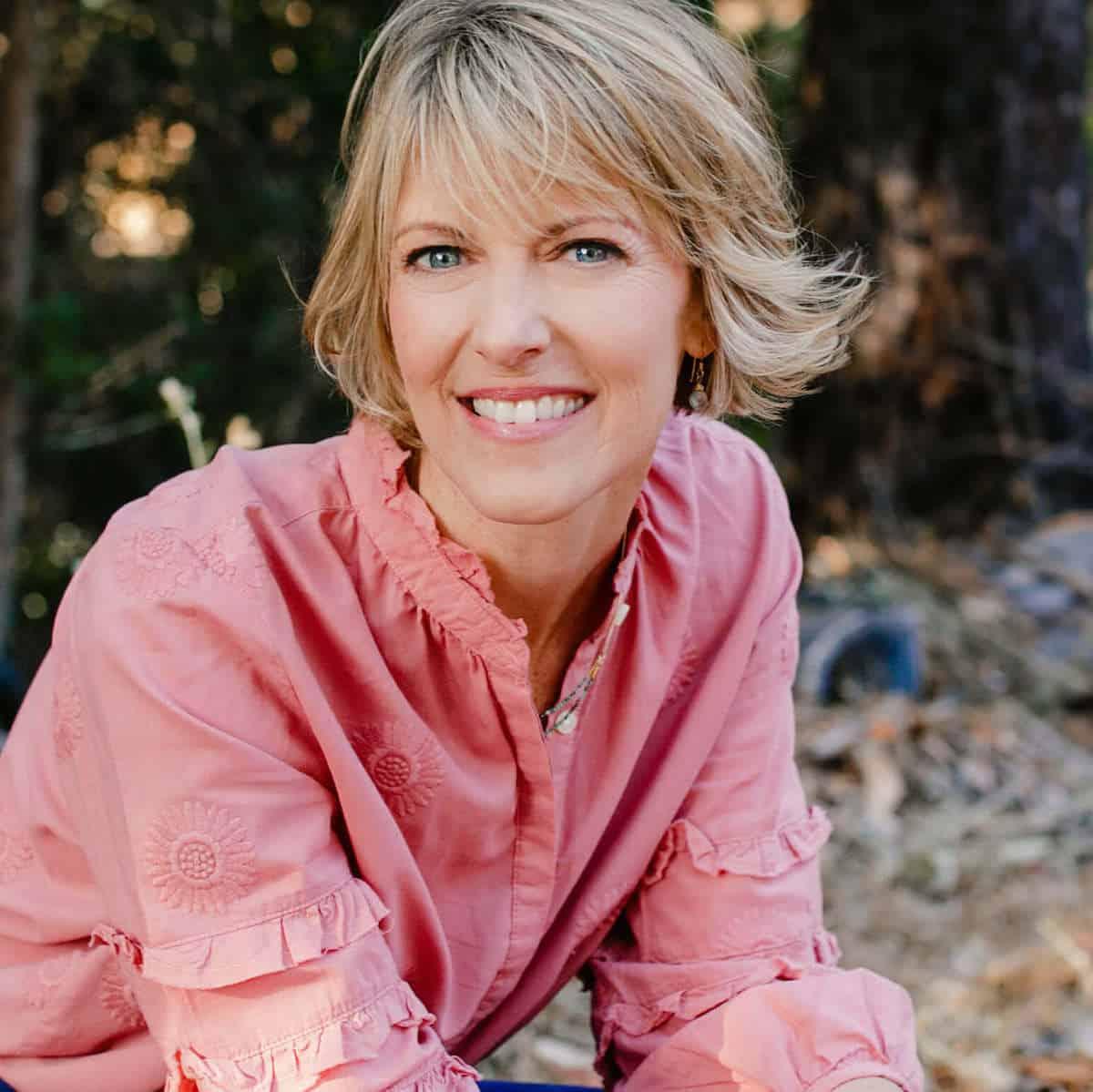 Elizabeth Hunter Diamond, intuitive healer and empath teacher, portrait in pink shirt. Teaches about being an empath.